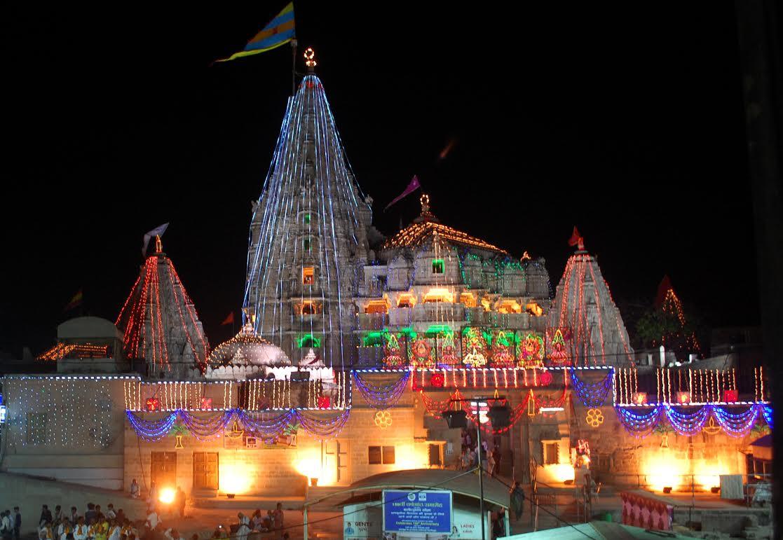 Devotees flood Dwarka and Dakor temples on Janmashtami, idols of Dwarkadhish, Ranchhodraiji decorated with special ornaments