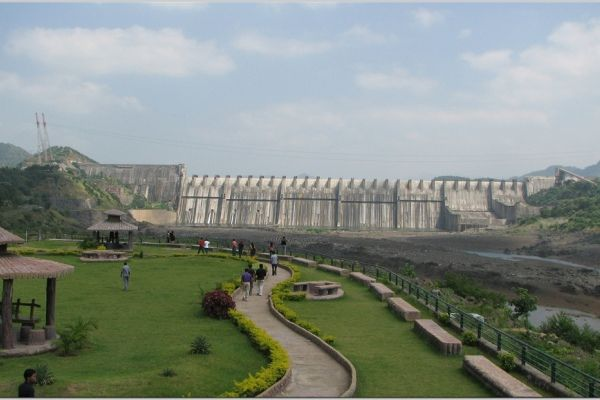 Level at Narmada dam goes up