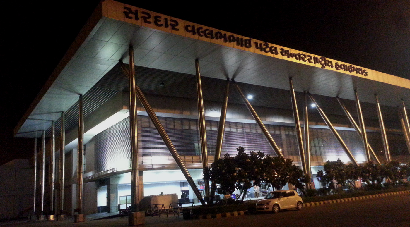 Two Iranian held at Ahmedabad airport with gold and jewelry worth 1.5 crore
