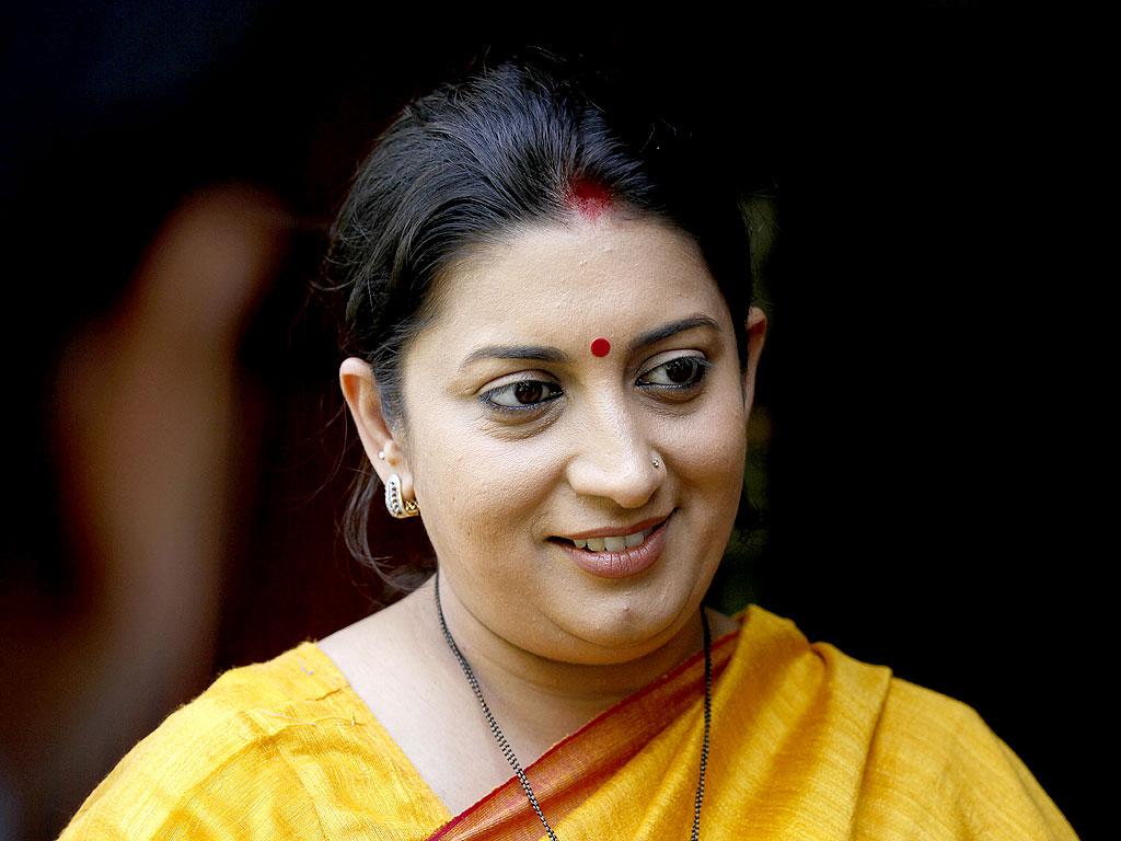 Shivraj Singh Chouhan, Smriti Irani in Gujarat for campaign