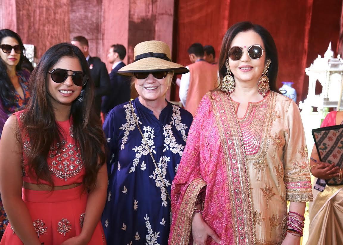 Nita Ambani visits Swadesh Bazaar – supporting 108 traditional Indian Crafts