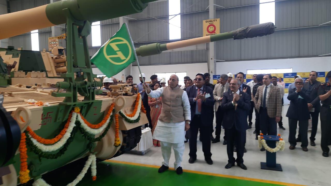 Raksha Mantri Rajnath Singh at Surat flags off 51st K9 Vajra T gun made in L&T Hazira